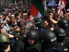 Több ezren tüntetettek Bajnai ellen