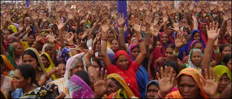 BSP supporters at a rally in Gorakhpur, April 2009
