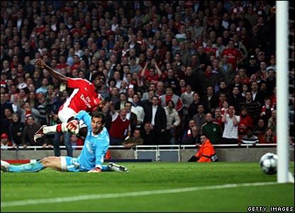 Emannuel Adebayor scores