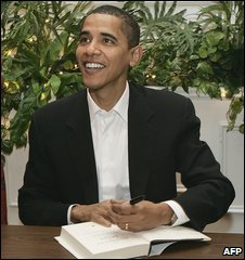 US President Barack Obama signs copies of his autobiography The Audacity of Hope in New Hampshire (10/12/2006)