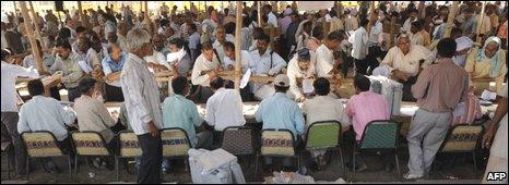Election officers in Varanasi, 15/04