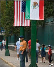 Mexican and American flags decorate a street in Mexico City on 15/4/09