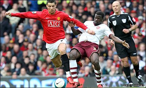 Cristiano Ronaldo takes on Arsenal's Emmauel Eboue