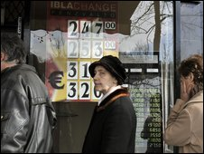 Queue outside Hungarian currency exchange