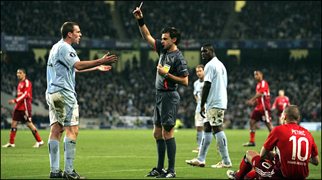 Richard Dunne gets a red card