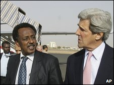 John Kerry (right) and Sudanese parliament speaker Mohammed al-Hassan at Khartoum airport, 15 April 2009