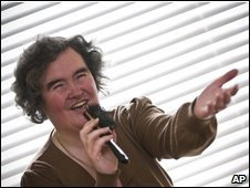 Susan Boyle singing with a hairbrush