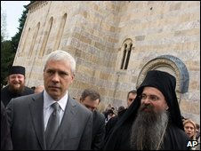 Boris Tadic flanked by monks visits the Visoki Decani monastery, 17 April 2009