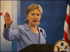 Clinton speaks in the Dominican Republic, 17 April