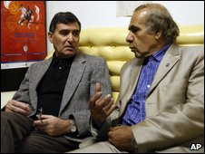 Reza Saberi (left) with defence lawyer Abdolsamad Khorramshahi in Tehran, 9 April