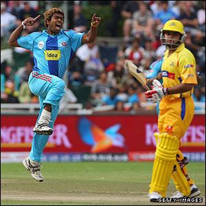 Sri Lankan fast bowler Lasith Malinga takes 3-xx as Mumbai complete a 20-run win
