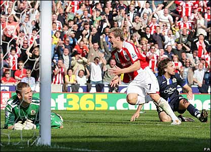 Liam Lawrence scores for Stoke City