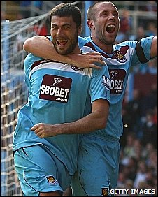 Diego Tristan and Matthew Upson celebrate