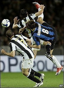 Tiago and Giorgio Chiellini of Juventus and Inter Milan's Zlatan Ibrahimovic