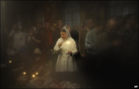 Ukrainian Orthodox believers at midnight Orthodox Easter service in Kiev on Sunday 19 April 2009