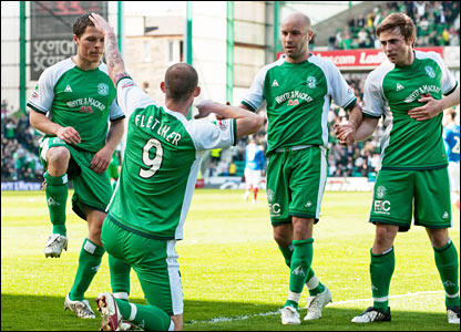 Hibs' Steven Fletcher (2nd from left) laps up the plaudits after scoring