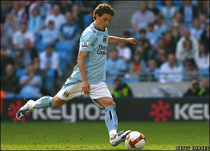 Elano restores City's lead from the penalty spot