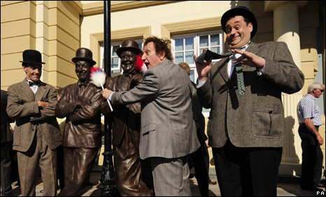 Ken Dodd and impersonators unveil the statues