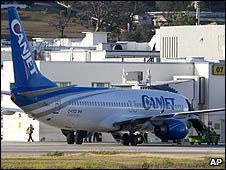Hijacked CanJet plane at Sangster International Airport in Montego Bay, Jamaica (21/04/2009)