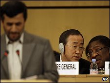 UN Secretary-General Ban Ki-moon (background) during President Mahmoud Ahmadinejad's speech at an anti-racism conference in Geneva, 20 April 2009