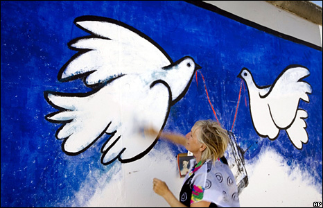 Rosemarie Schinzler recreates her painting (16 April 2009)