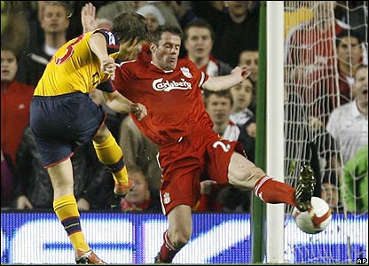 Arshavin fires the ball past Jamie Carragher