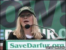 Mia Farrow at rally ni Whasingtno in 2007