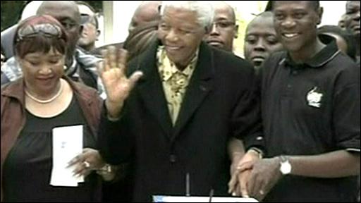 Former South African President Nelson Mandela (centre)