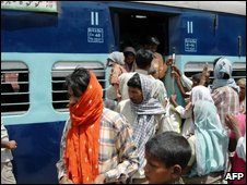Passenger disembark from the train at Daltangunj after the hijack