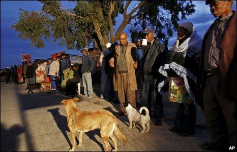 People queue to vote in Khayelitsha