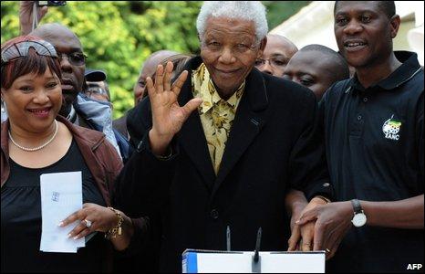 Nelson Mandela voting in Johannesburg