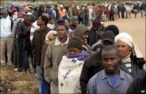 South Africans wait to vote in Soweto
