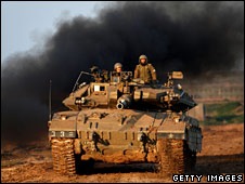 Israeli tank on the border with Gaza on 5 January 2009