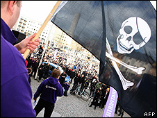Pirate flag at Stockholm demonstration, 18 Apr 09