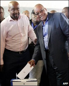 Jacob Zuma casts his vote