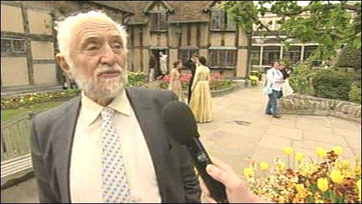 Prof Stanley Wells