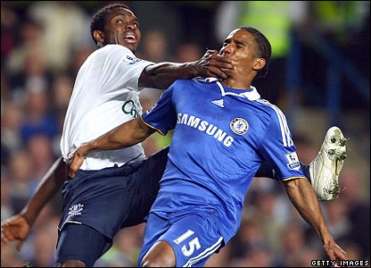 Yobo and Malouda tangle at Stamford Bridge