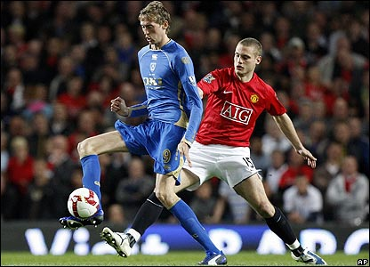 Crouch shields the ball from Nemanja Vidic
