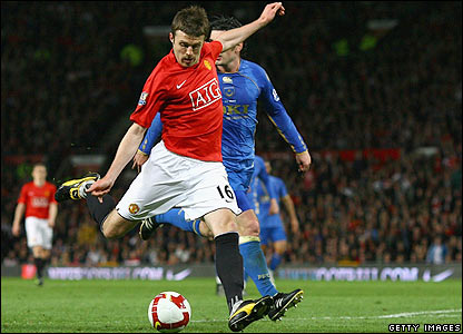 Carrick prepares to score Man Utd's second