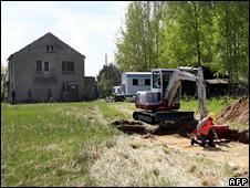 Excavations begin near Jamlitz (21 April 2009)