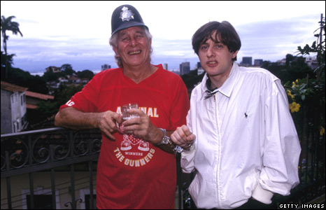 Ronnie Biggs with singer Shaun Ryder