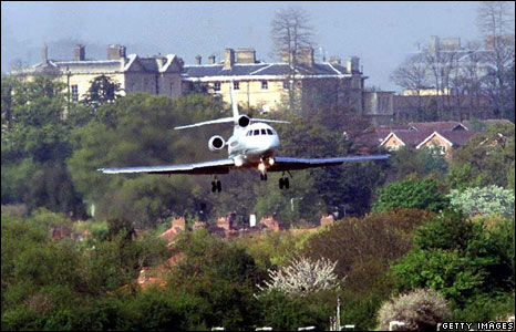 Ronnie Biggs's plane returning to the UK