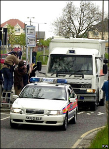 Police taking Biggs to Belmarsh Prison