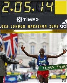 Martin Lel from Kenya winning the Elite mens' race