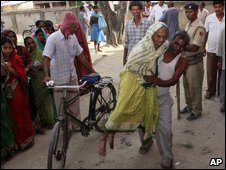 Ninety-year-old woman votes in Bihar