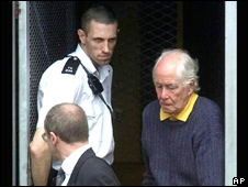 Biggs on his way to court in London in May 2001
