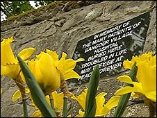 The plaque erected by West Lothian Council