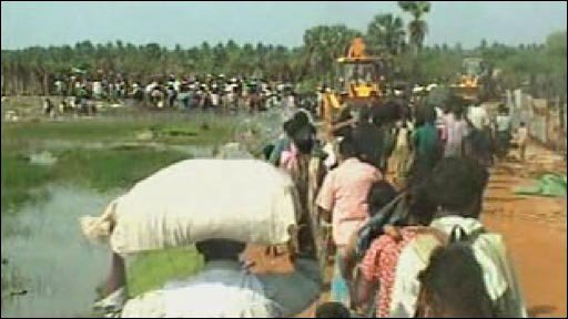 Thousands of Sri Lankans trapped war zone