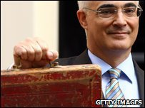 Alistair Darling holding the budget box on Budget day 2009