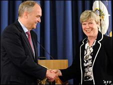 Anatoly Antonov and Rose Gottemoeller shake hands